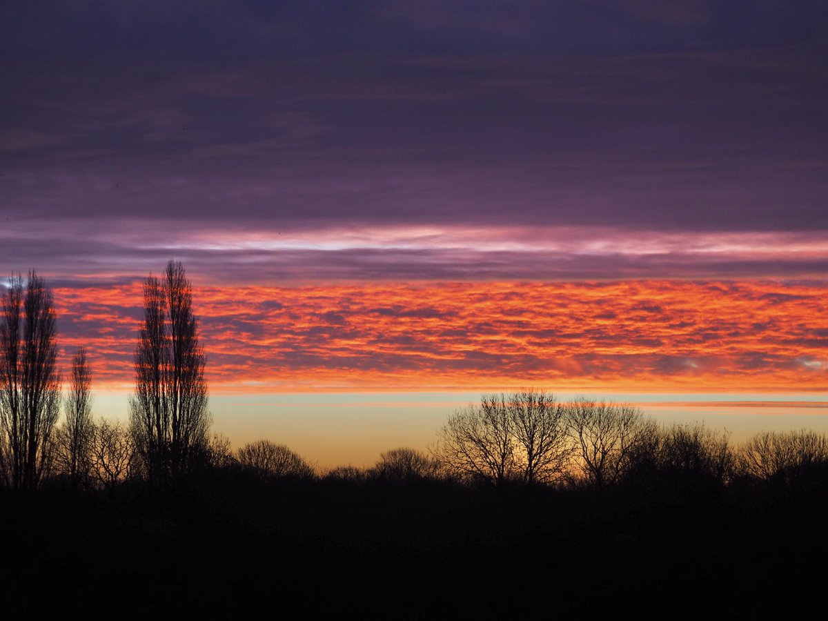Red sky in the morning over Twickenham 02/12/20  Entry to the weekly #StormHour @RMetS competition  #POTW
