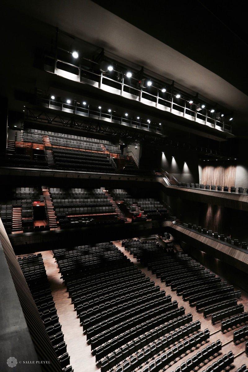 ➖SALLE PLEYEL➖ Vue plongeante sur les 2000 places assises de la @sallepleyel.   Selon les types de concerts, nous créons une fosse pouvant accueillir jusqu'à 800 personnes debout !  Toute notre progra