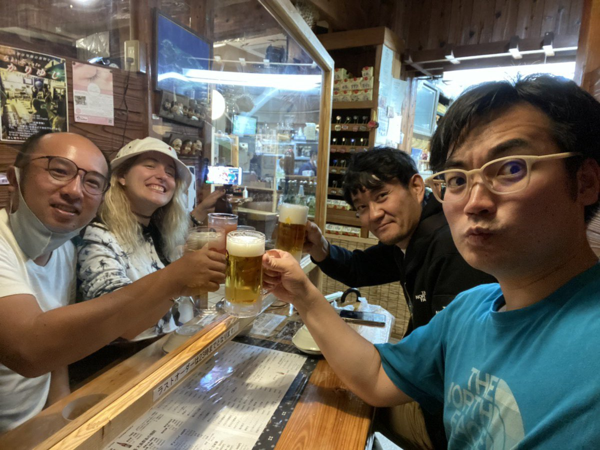 Starbitzychan - This is how #Yoron drinks and social distance. Step up #tokyo