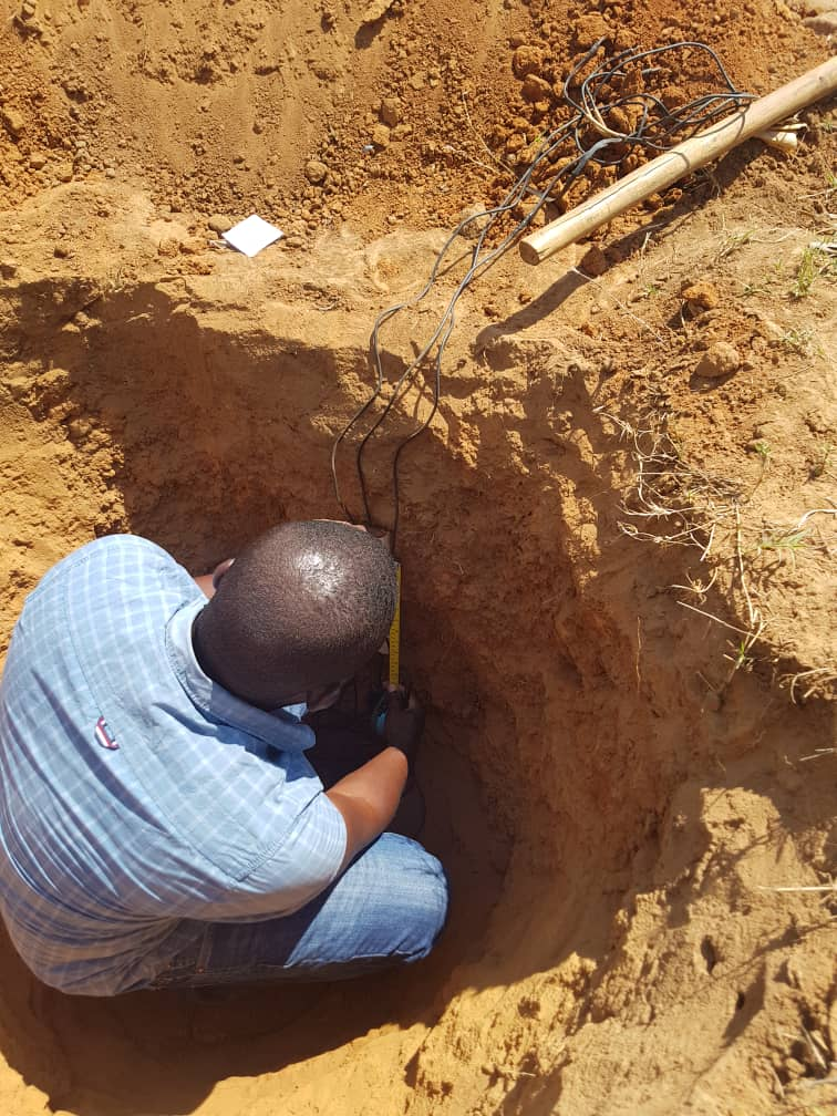 test Twitter Media - Our #Malawi team is preparing the ground for #maize crop trials, installing various measuring apparatus to gather information on a variety of environmental factors as the crops grow.  @unima_mw https://t.co/6ejzfY0CSt