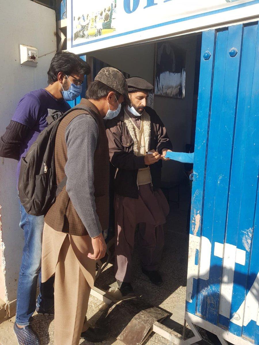 .@UsmanAKBuzdar   Sabeeh & Polio Team members at UC83 (Kalyal) in action earlier today  #DistrictAdministration #rawalpindiVForce #ForEveryChild   @PakFightsPolio @DCRawalpindi @nhsrcofficial @UNICEF_Pakistan @UNICEFpolio @NIH_Pakistan