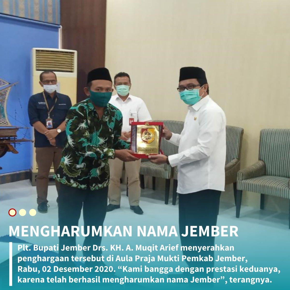 Pelaksana tugas (Plt) Bupati Jember Drs. KH. A. Muqit Arief menyerahkan penghargaan tersebut di Aula Praja Mukti Pemkab Jember, Rabu, 02 Desember 2020. https://t.co/j6lPGNy7gz
