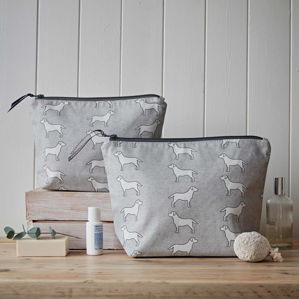 Today's auction item is the stunning Staffie Home and Hound Bundle, worth over £100! These luxury items are the ultimate gift for all us Staffie lovers ❤   Please email info@alldogsmatter.co.uk to bid - please note the £25 reserve. Closing tomorrow at 10am. @HomehoundLondon