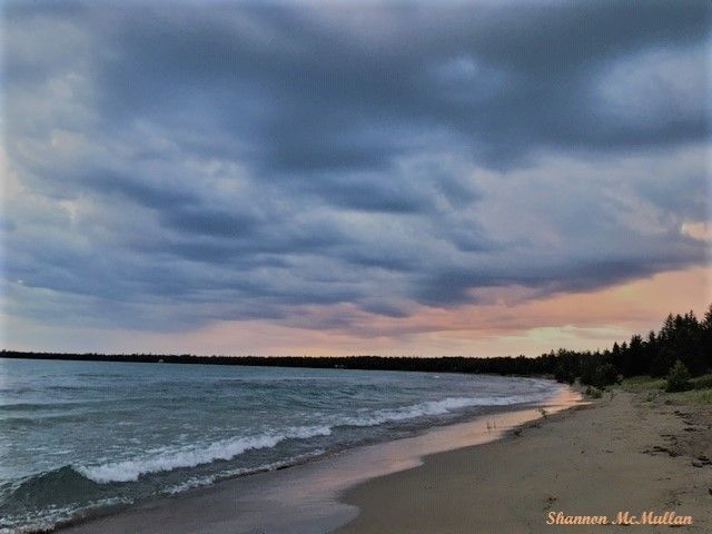 Providence Bay Beach, Manitoulin Island at dusk. Manitoulin Island is the world's largest freshwater island right here in Ontario. #travel #Manitoulin #discoverON #manitoulinmagic https://t.co/BBHaBrx1dJ