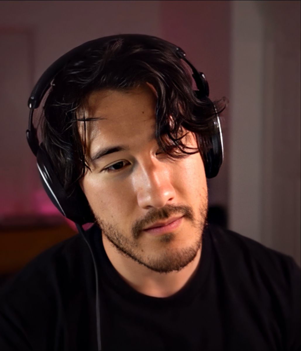 #GetWellSoonMark #getwellsoonmarkiplier I love this man and the fact I saw his video on my youtube hurts me but now that I have watched it, I'm happy he's okay. He can make a joke about being in a hospital just makes me confident he's okay. Get well soon bud. We love you Mark <3