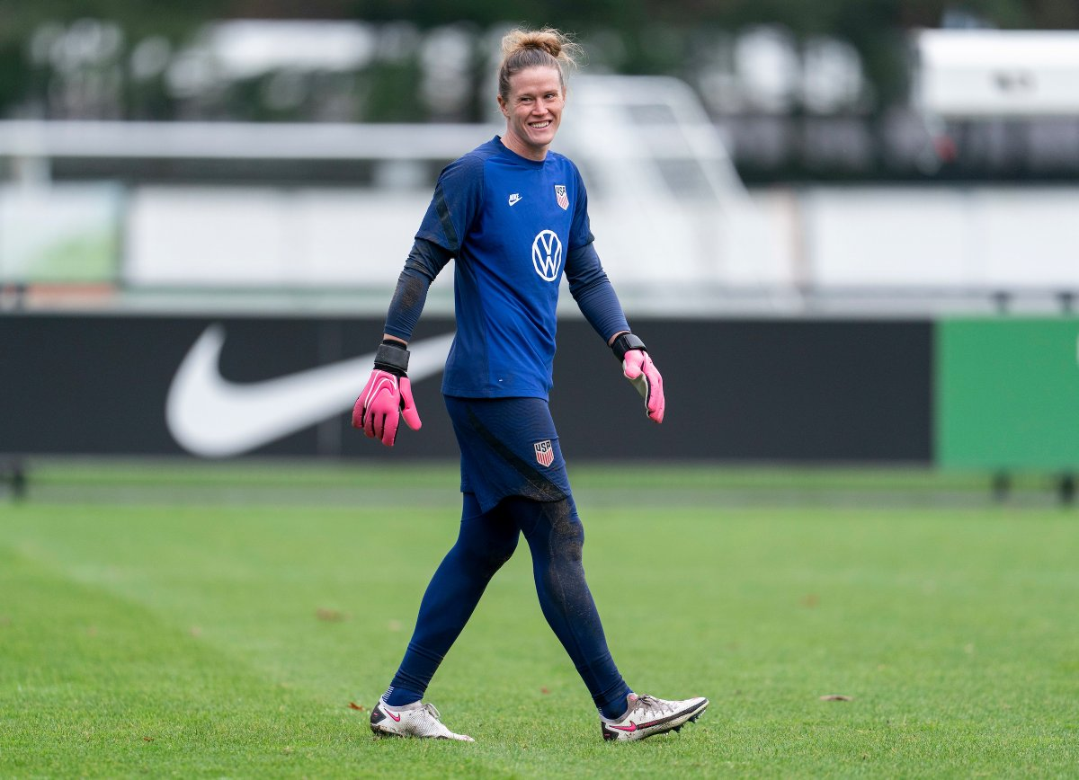 #TheBest FIFA Women's Goalkeeper of 2020? Weve got some thoughts on that 😊 Vote TODAY for @AlyssaNaeher! Voting runs through Dec. 9 👉 ussoc.cr/TheBest 👈