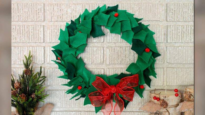 CRAFT: Mickey's Holiday Wreath: