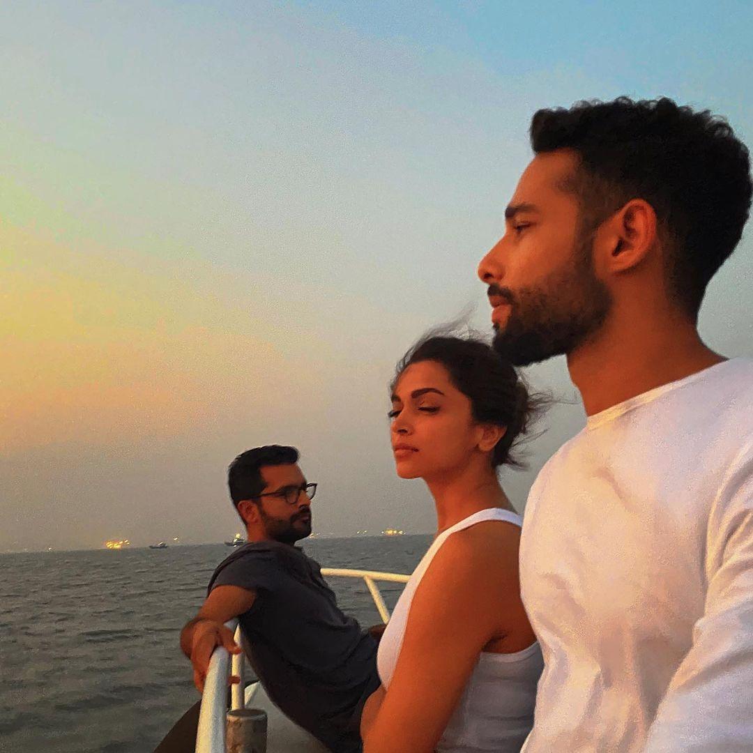 Enjoying the sunset @deepikapadukone @SiddhantChturvD 🙂🙂🙂 #bollywood #bollywoodactor #bollywoodceleb #bollywoodnews #DeepikaPadukone #SiddhantChaturvedi #shootmodeon🎬