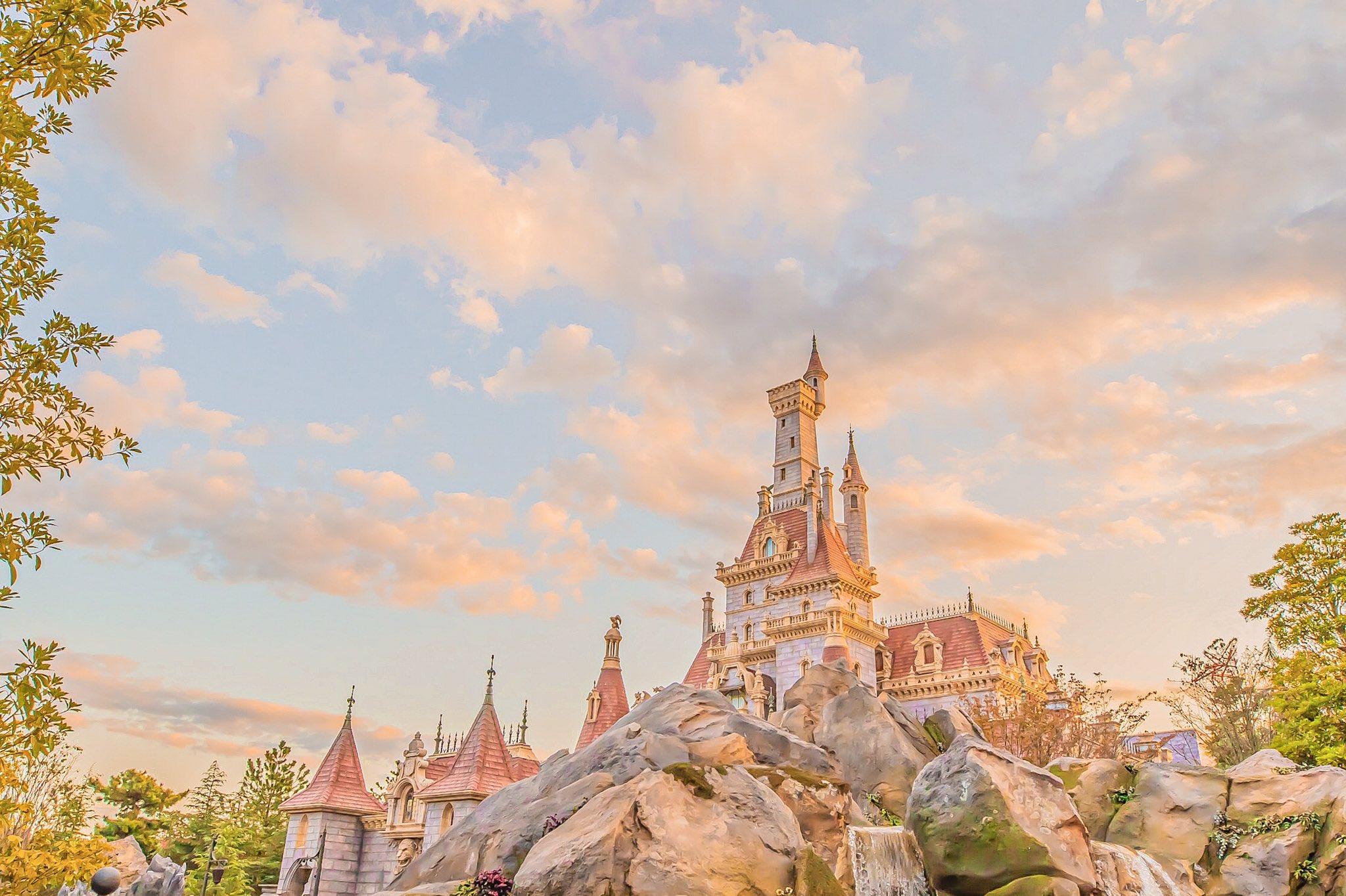 東京ディズニーランドの夕暮れ画像