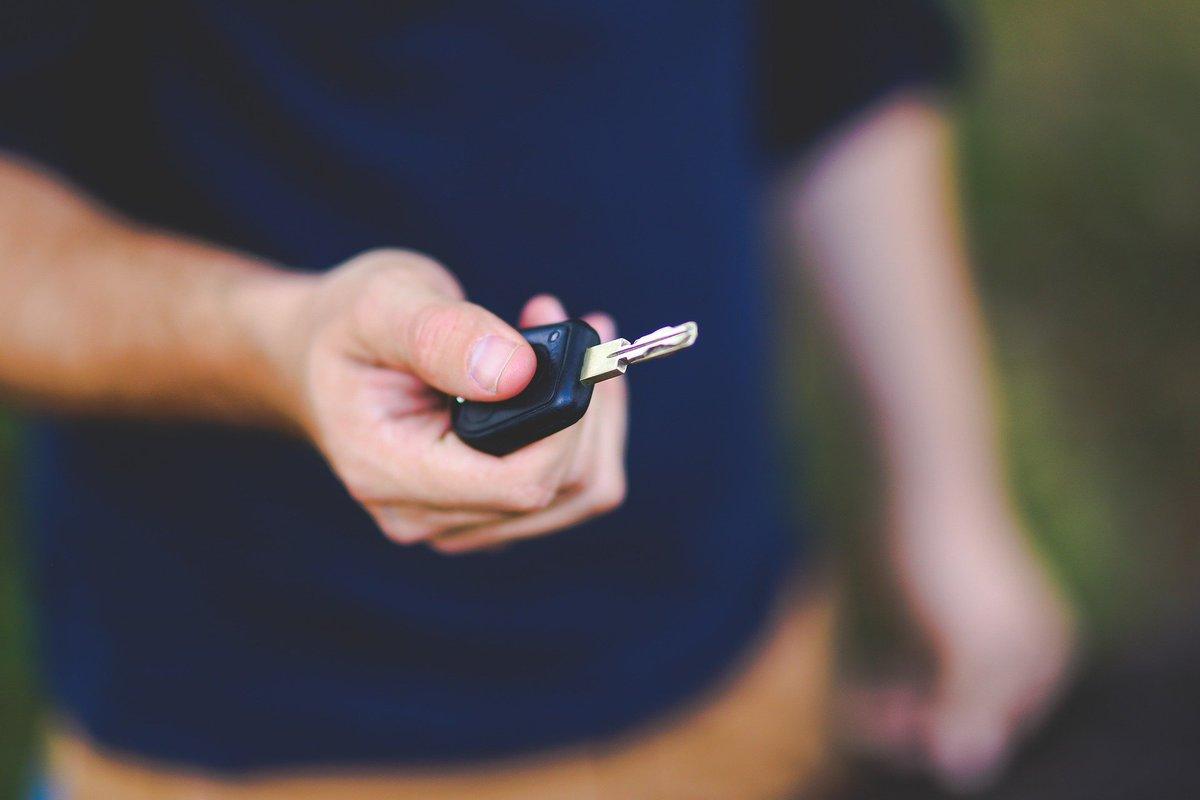 🛍  #ConsommonsSaumurois 🛍 Vous avez prévu de faire des achats à #Saumur aujourd'hui ? Bonne nouvelle : le stationnement est gratuit cet après-midi ! 🚗  Toutes les mesures prises pour la réouverture des commerces ici 👉 https://t.co/FgtJmMxmv7 https://t.co/n4BtVJ4mNg