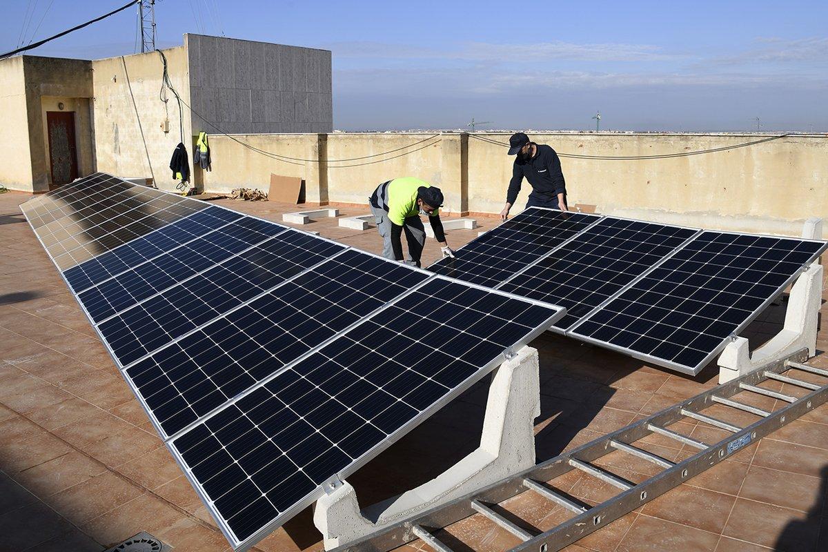 📌 #Paiporta es passa a l'energia solar fotovoltaica ☀️ 📰 El consistori avança en la reducció d'emissions amb una inversió de 13.302,92€ en 30 plaques solars que sumbinistraran 10KW ➕ℹ️➡️ https://t.co/FAZkyNSG7q #UrbanismePaiporta #MediAmbientPaiporta #SostenibilitatPaiporta https://t.co/OrXBchIqxi