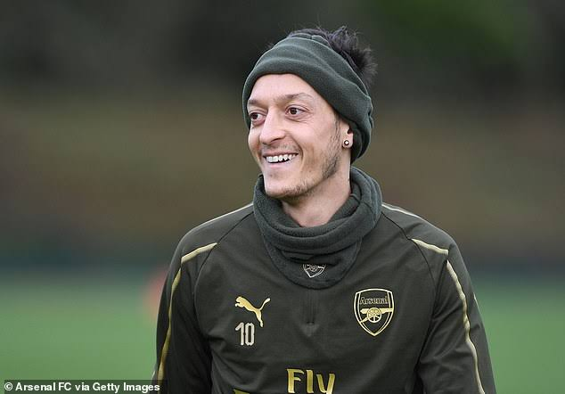 Day 491:  FOLLOW ME @MesutOzil1088 LITERALLY WHEN ARE YOU GOING TO FOLLOW ME IDOLO, 500 DAYS ALMOST
