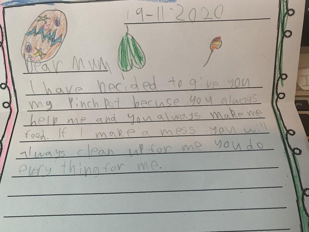 6歳男子のカバンから発掘した私へのお手紙(超珍しい)。大感激して開けたらI have decidedで始まるから何事かと思ったら俺様のPinch pot(粘土の作品かな?)を授けるから今後とも俺様が汚したら必ず掃除してなんでもしろとのお達しだった。あと緑のお尻みたいな絵何だろう。