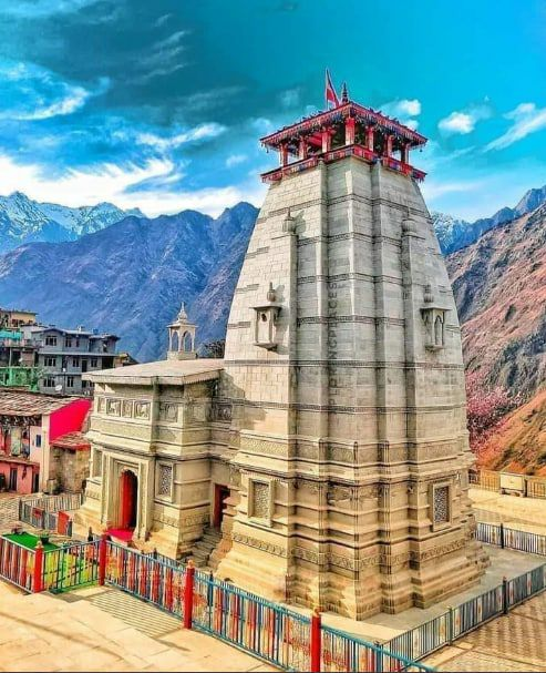 Narsimha Temple  in Joshimath,  #Uttarakhand  popular as part of Sapt Badri,  also called as Narsingh Badri Temple.  God Badrivishal rests here during winters as his murti is brought down from Badrinath Temple & placed alongside murti of god Narsimha.  @hvgoenka  @vivekagnihotri https://t.co/hsQu9BIoIn