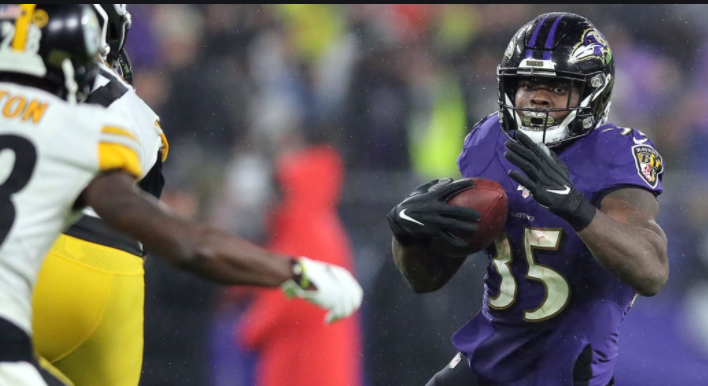 Dobbins & Ingram unlikely to play today- as a result we've seen Edwards rush prop jump 10 yds to 49. Anytime TD remains at (+200). Great value knowing he won't be sharing touches in the red zone. Bet RG3 for insurance at (+325) #RavensFlock #HereWeGo #GamblingTwitter #nflpicks