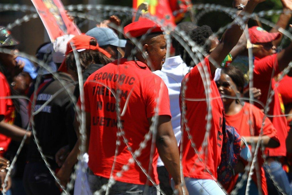 https://t.co/Njoe3O0hUU | Brackenfell: School's EFF protest interdict bid postponed again - See comments at https://t.co/lkFxXY9td9 #southafrica #southafricanews #mzansi https://t.co/utaI4Yt1vP