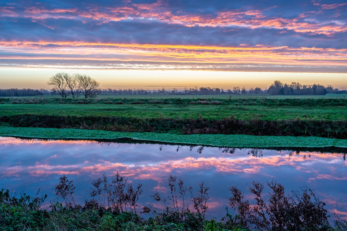 An entry to @RMetS #StormHour #POTW competition..  Presunrise at Waterbeach (Cambs) 2.12.2020