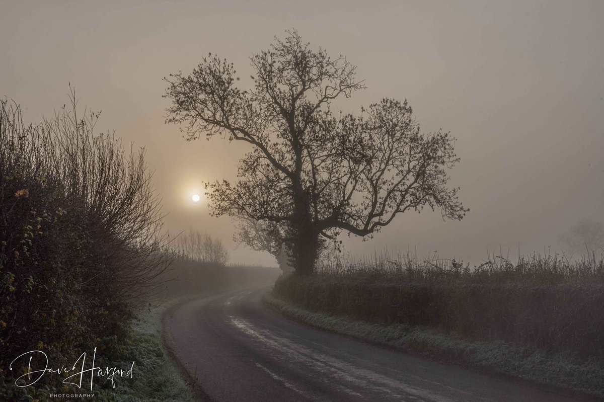 Here's my entry into this weeks @RMetS & #StormHour #POTW competition taken in rural Worcestershire.   #landscape #photography #winter #sunrise #frosty
