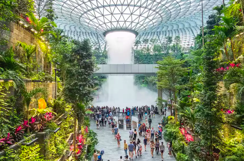 Singapore's stunning Changi Airport is now offering airport glamping: https://t.co/zDH4YUltlJ https://t.co/eKU99RZqR1