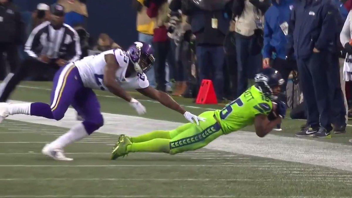 The Art of the Toe Tap Catch: by Tyler Lockett   @TDLockett12 | @Seahawks   📺: #NYGvsSEA -- Sunday 4:05pm ET on FOX 📱: NFL app // Yahoo Sports app
