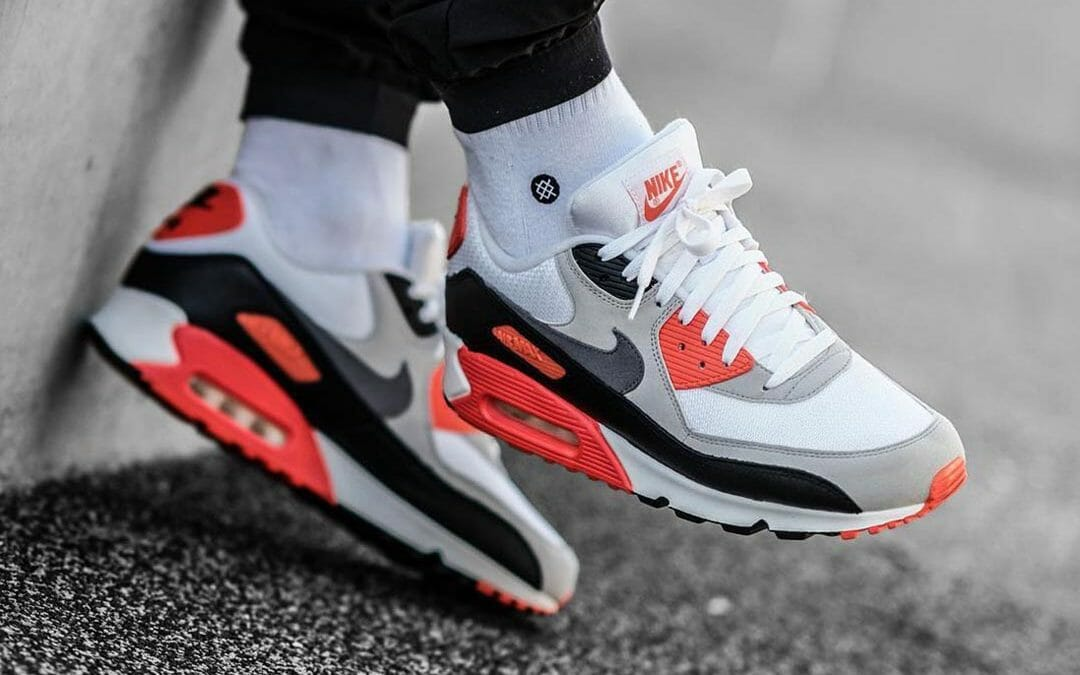 Most sizes restocked Nike Air Max III 'Radiant Red' =  2