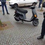 """@BarendrechtnuNL - Politie #Barendrecht: """"Bestuurder van de scooter had een stopteken genegeerd van een boa en was ten val gekomen. Scooter was niet voorzien van een kenteken en bleek onverzekerd. Scooter is in beslag genomen en meerdere bekeuringen aangezegd."""" #Middeldijkerplein https://t.co/3FvAVVDbYZ"""