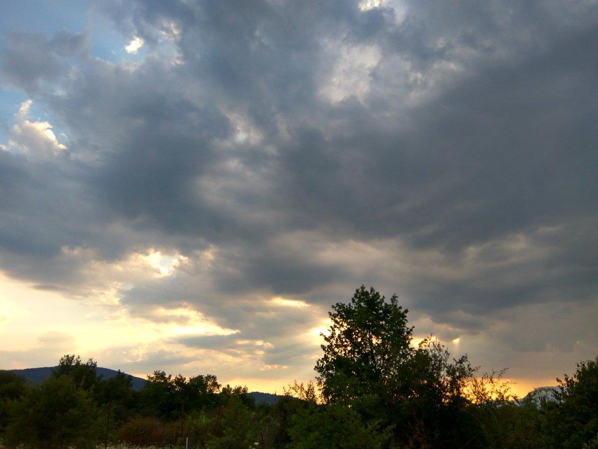 . . . . #sky #nature  #photography #clouds #landscape #photooftheday  #naturephotography #beautiful  #sun #photo #summer #picoftheday #ig #blue #travelphotography #skyphotography #mountains #naturelovers #sunset #sunsetphotography