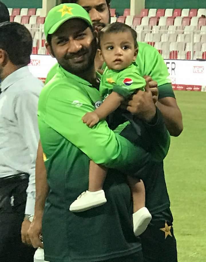 Senior Kaptaan ✌️ with his junior 🇵🇰l💕💫 . . Mashallah ♥️ Father Son Duo❣️in Same dressing 💚 May Allah Protect them both from Evil Eyes 🙏😇 @SarfarazA_54 @sarfarazkhush  . . #PakistanZindabad #GoalOfTheDay #SarfarazAhmed 🌟💫