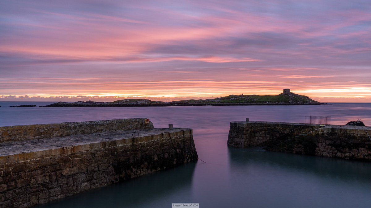 Yesterday morning at Coliemore Harbour. It was nice to be able to visit the coast again after six weeks of Level 5.   #StaySafe #discoverireland #irelandsancienteast #ireland #photography  #discoverdublin #lovedublin https://t.co/dT1l8C8RVd