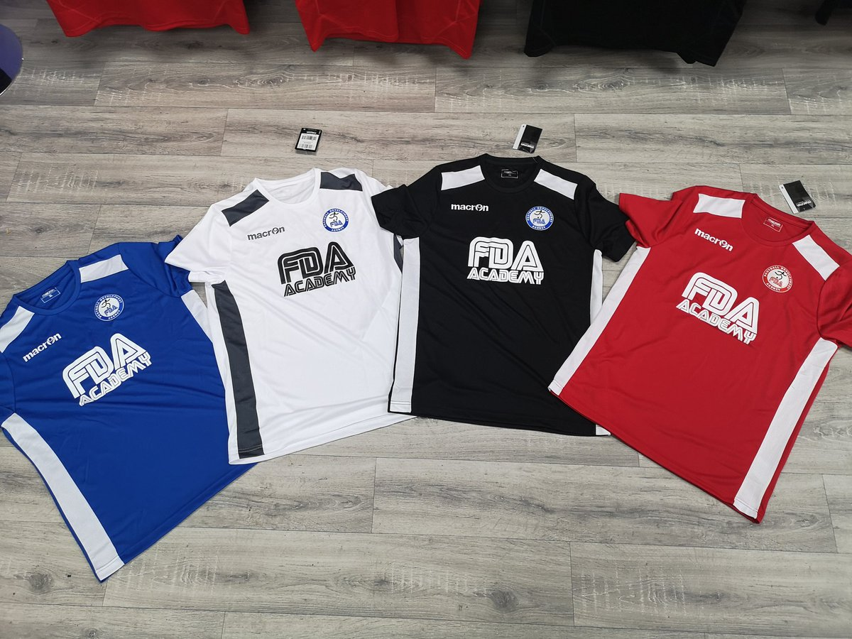 Thanks to @Macronnorthwest for the new #FDA tops 🤩 👇👕 #Macron #trainingtops #macrontops #tshirtprinting #tshirtdesign #tshirts #design #designer #badge #Logo #footballtops https://t.co/9a0jP55zUD