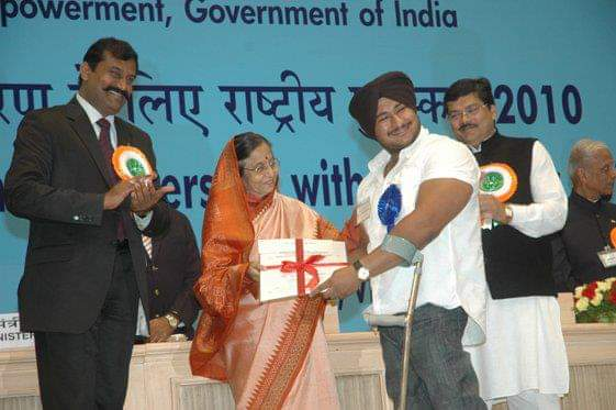 10 years back DATE 3 DECEMBER 2010,  I have received that award called #NATIONAL_ROLE_MODEL_AWARD_WINNER  OSM MEMORY STILL YOUNGEST IN THE HISTORY who have won this award.  #PROUD #JSS  #NationFirst #Nationalaward #nationpride #RoleModel #India #indianhero #Legend https://t.co/4y0wjB7psL