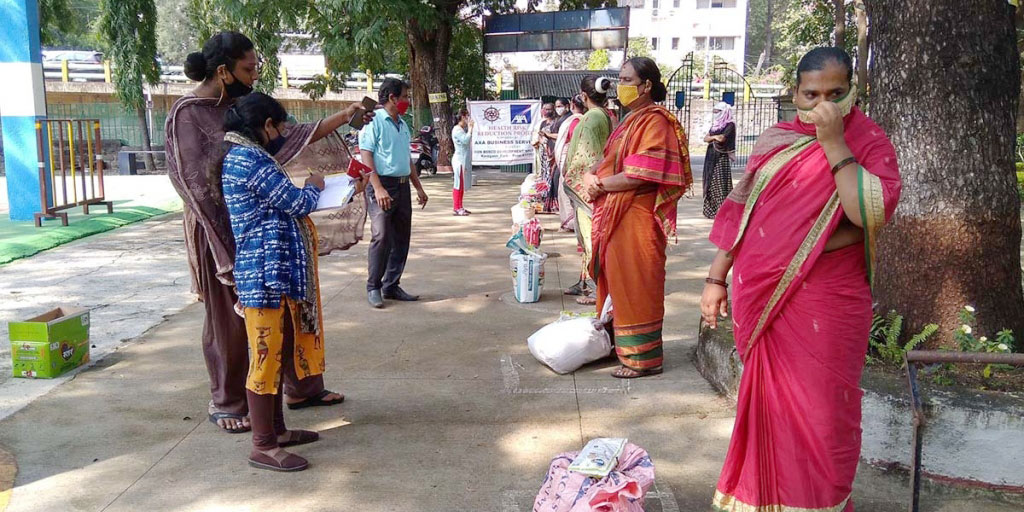 The #DonBosco Development Society of #India is providing humanitarian assistance for more than 240 needy people in Pune, a poor community in nearby #Mumbai. Much of the community is made up of widows, street workers, and disabled and homeless people. https://t.co/5DmPSco2YD