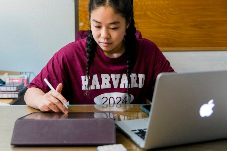 Can you imagine starting your #freshman year @Harvard from home? Josie Chen is successfully reimagining her #freshman year online from her childhood home in #Oakland. Read all the ups and downs so far in @hechingerreport by @szarlotka