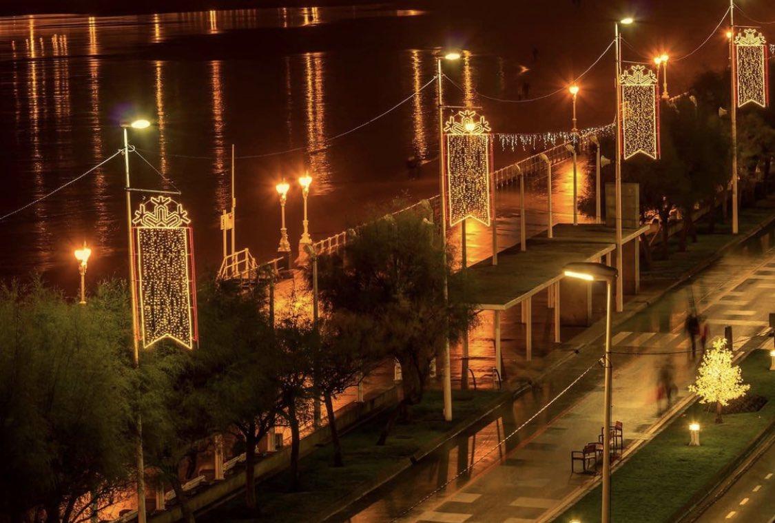 ¡Buenas noches @igers_gijon! Empezando diciembre con la iluminación nocturna de #Gijon ✨📸 foto de @gijondefoto ✨❤️✨💫✨#igerstierrina #igers_gijon #igersspain #igers #igersgijon