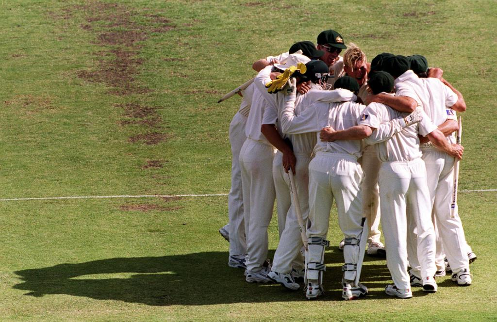 #OnThisDay in 2000, Australia completed their 1️⃣2️⃣th successive Test win, a record streak that extended to 16 matches, still the joint-most consecutive Test wins 💥  They beat West Indies, the previous record holders, by an innings and 27 runs to achieve the feat 👏