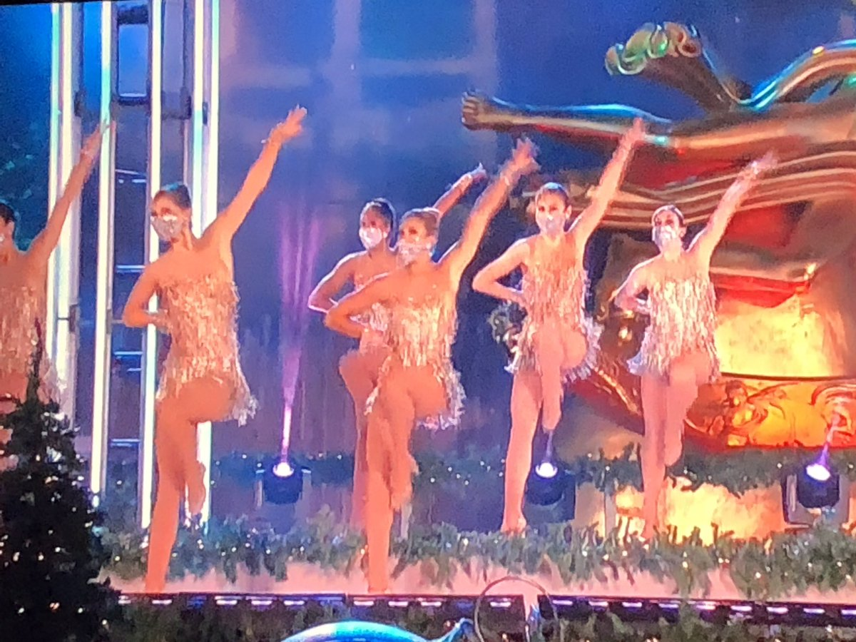 If the ROCKETTES can do their entire performance while wearing a mask, you have no excuse. #RockCenterXMAS