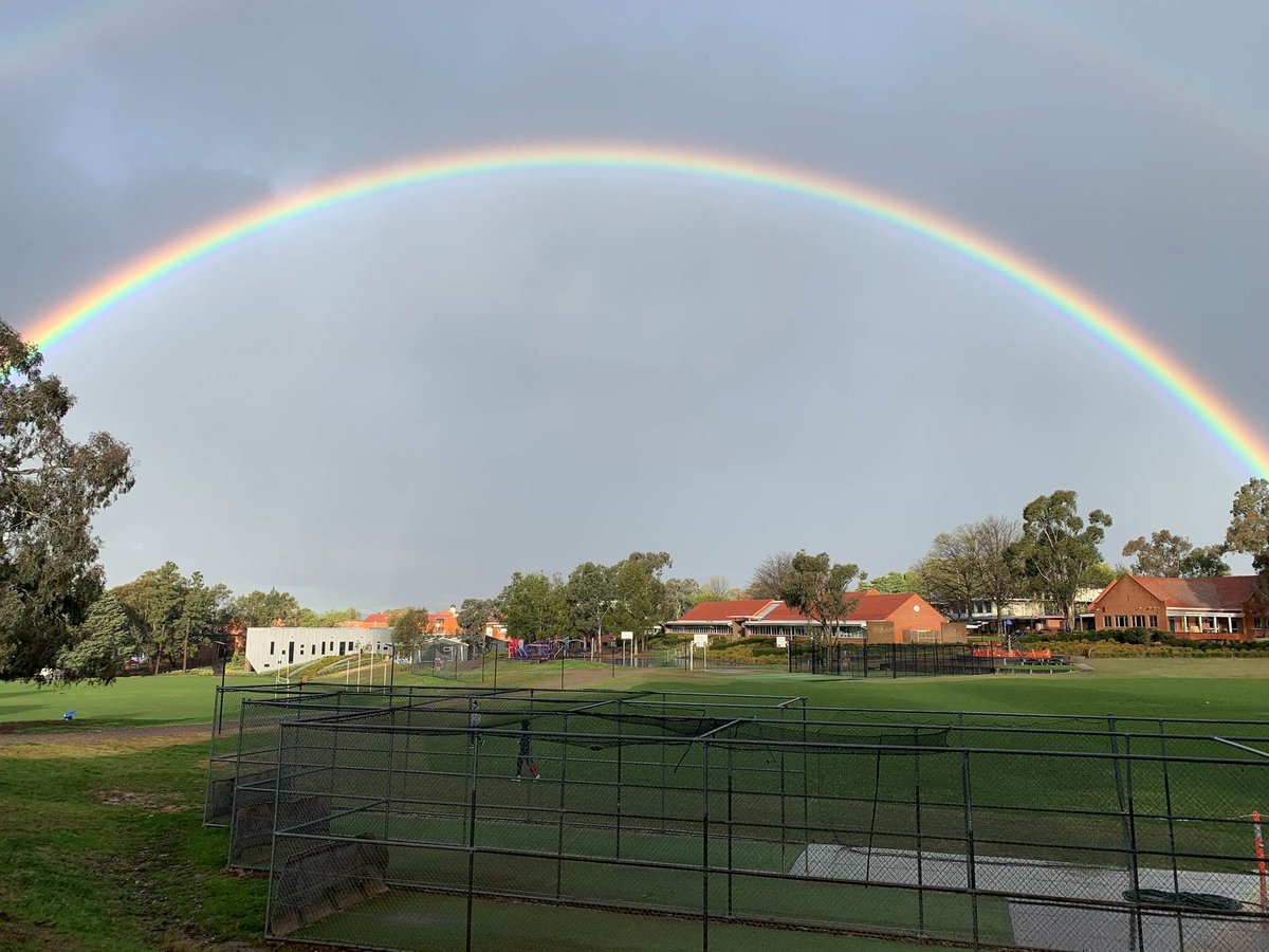 What a symbol of the hope we feel for 2021 as we approach the end of this year at @CanberraGrammar!  A superb photo taken by one of our parents looking towards the School. With thanks to A. Jones for sharing. Everybody cast your wishes...