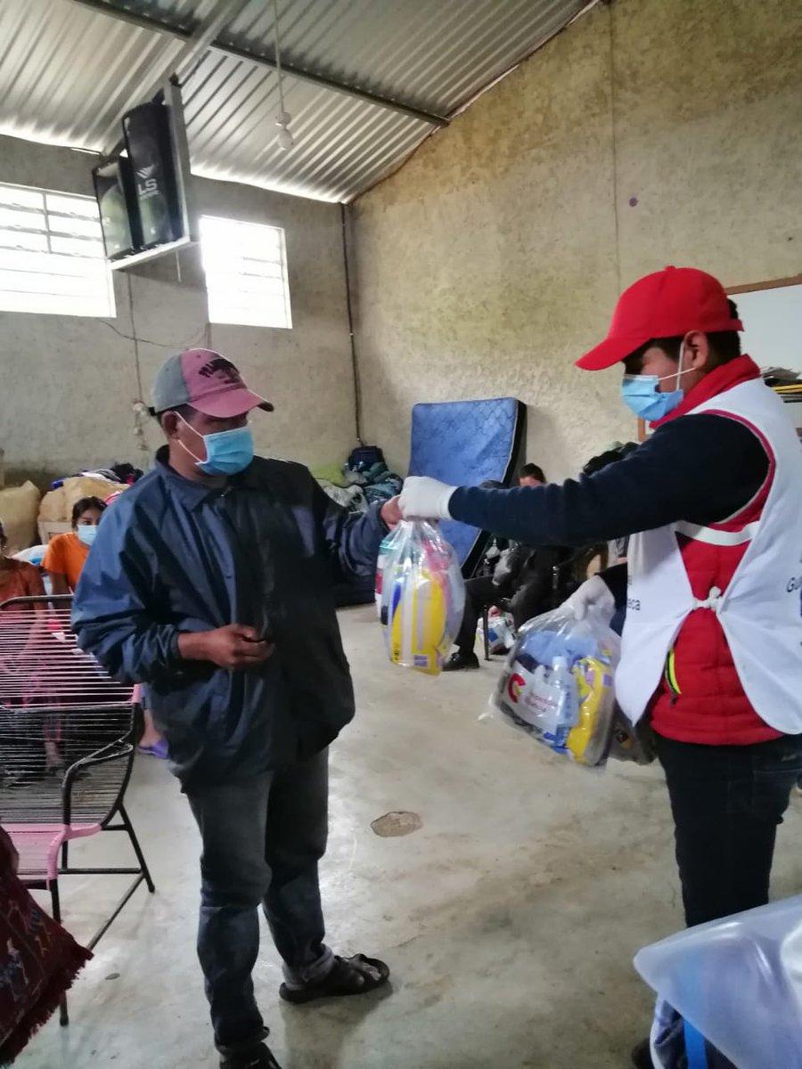 #OperaciónETA_IOTA 🚑  #CruzRojaGT con apoyo de @Aecid_Guatemala y  @UNFPAGuatemala entrega ayuda humanitaria en la Aldea Campur en San Pedro Carchá, Alta Verapaz.