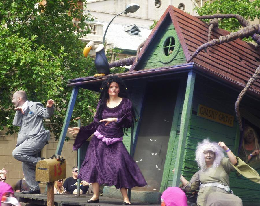 All I want for Christmas (2021) is for @ADLPageant to bring back 13 Ghastly Grove! It was always my favorite float, and has been missing for years.  (photo credit goes to 'assureastheskyisblue' on deviantart) #Adelaide #Christmas #SouthAustralia #Halloween #Horror #Spooky https://t.co/T5ScZH86MV