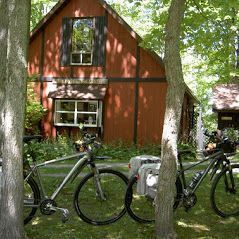 Manitoulin Island is a wonderful cycling destination. These cyclists are visiting @PerivaleGallery https://t.co/W7q3pz6U2t  #travel #cycling @DestNorthernOnt https://t.co/79vjpPtQW5