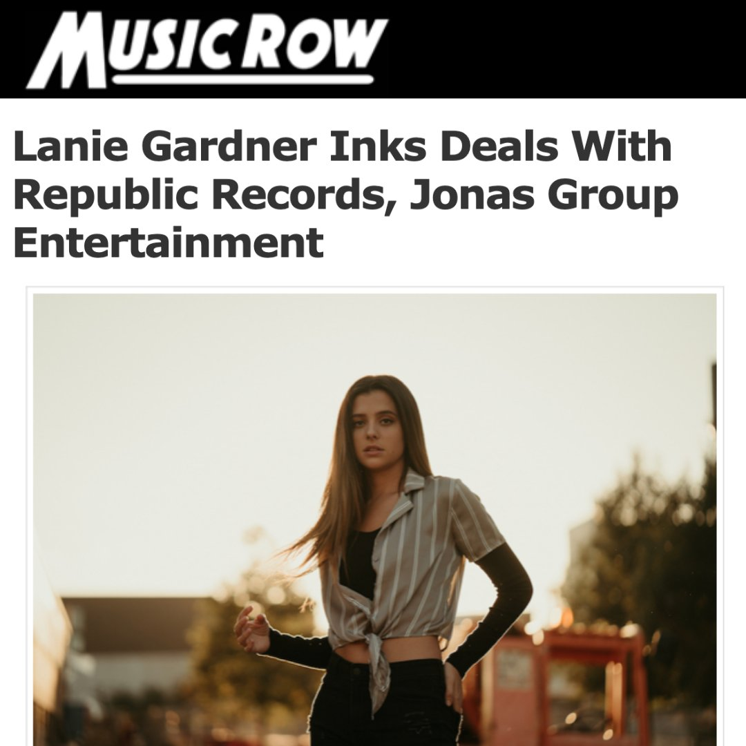 SO excited to announce that I have signed with @jonasgroupent for management and my new label home is @RepublicRecords, huge thanks to @joejonas 🖤 Can't wait to share music with y'all this week!! Thanks for helping my DREAMS come true