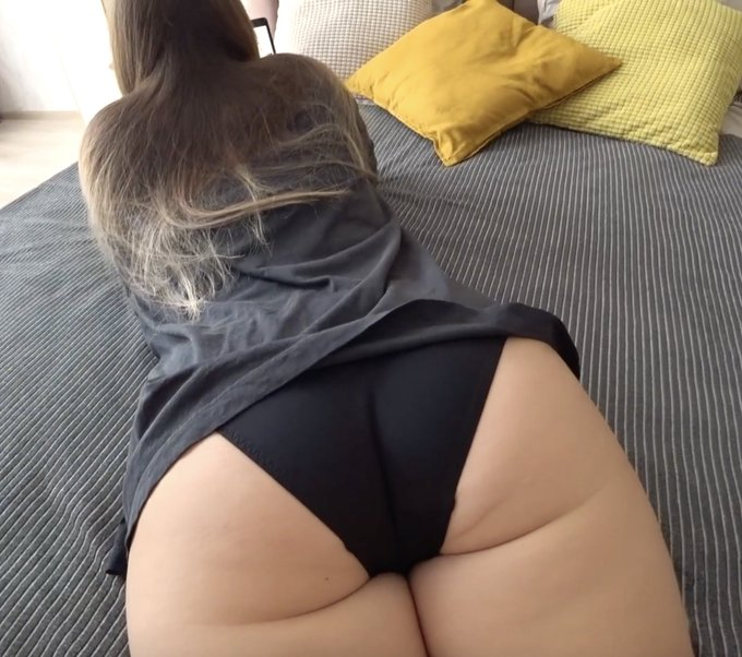 Would you like my big booty to ride on your dick? 🍑😛 https://t.co/yVGxUVs3xI