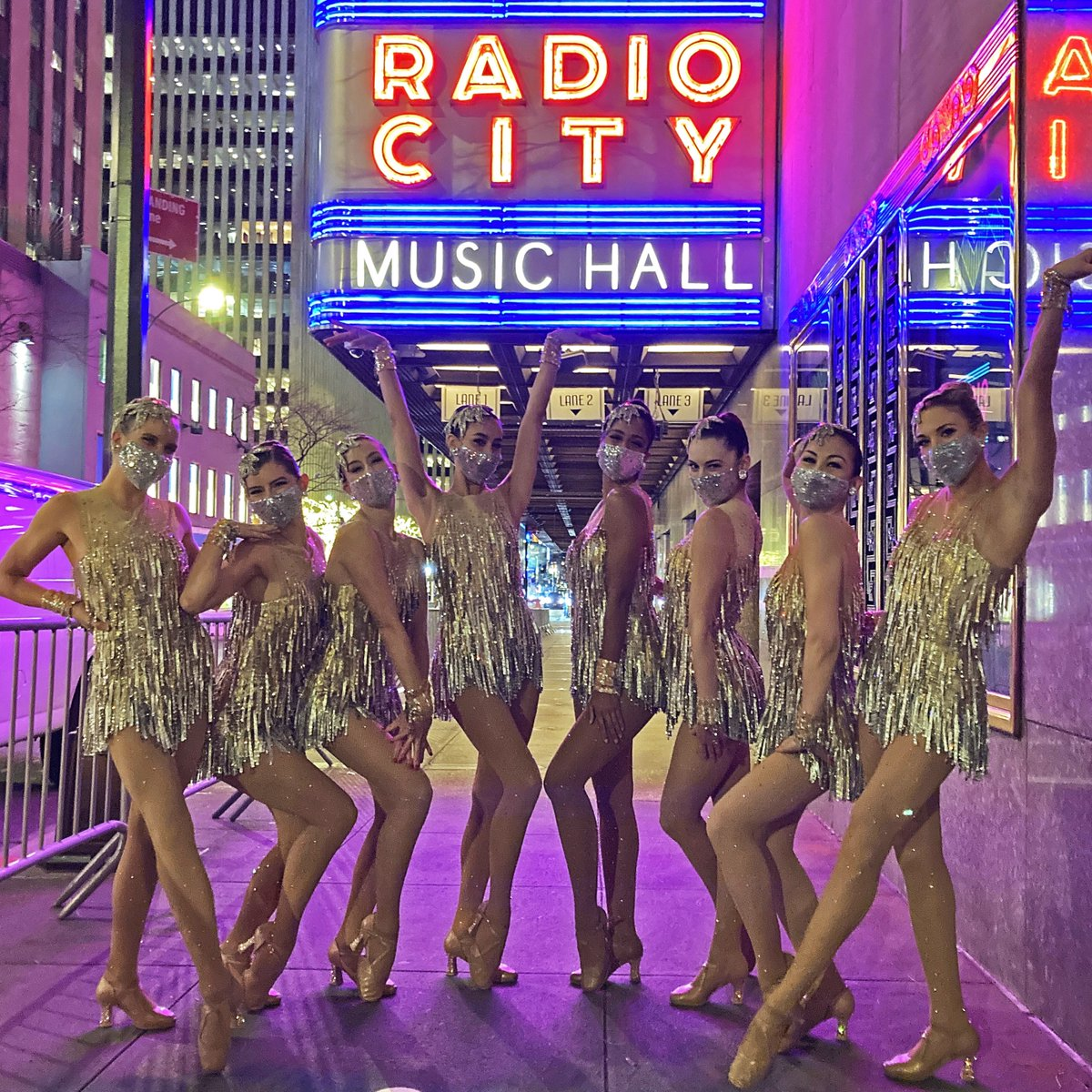 Replying to @Rockettes: Thank you and goodnight ✌️ 🎄  Comment below if you watched us tonight!