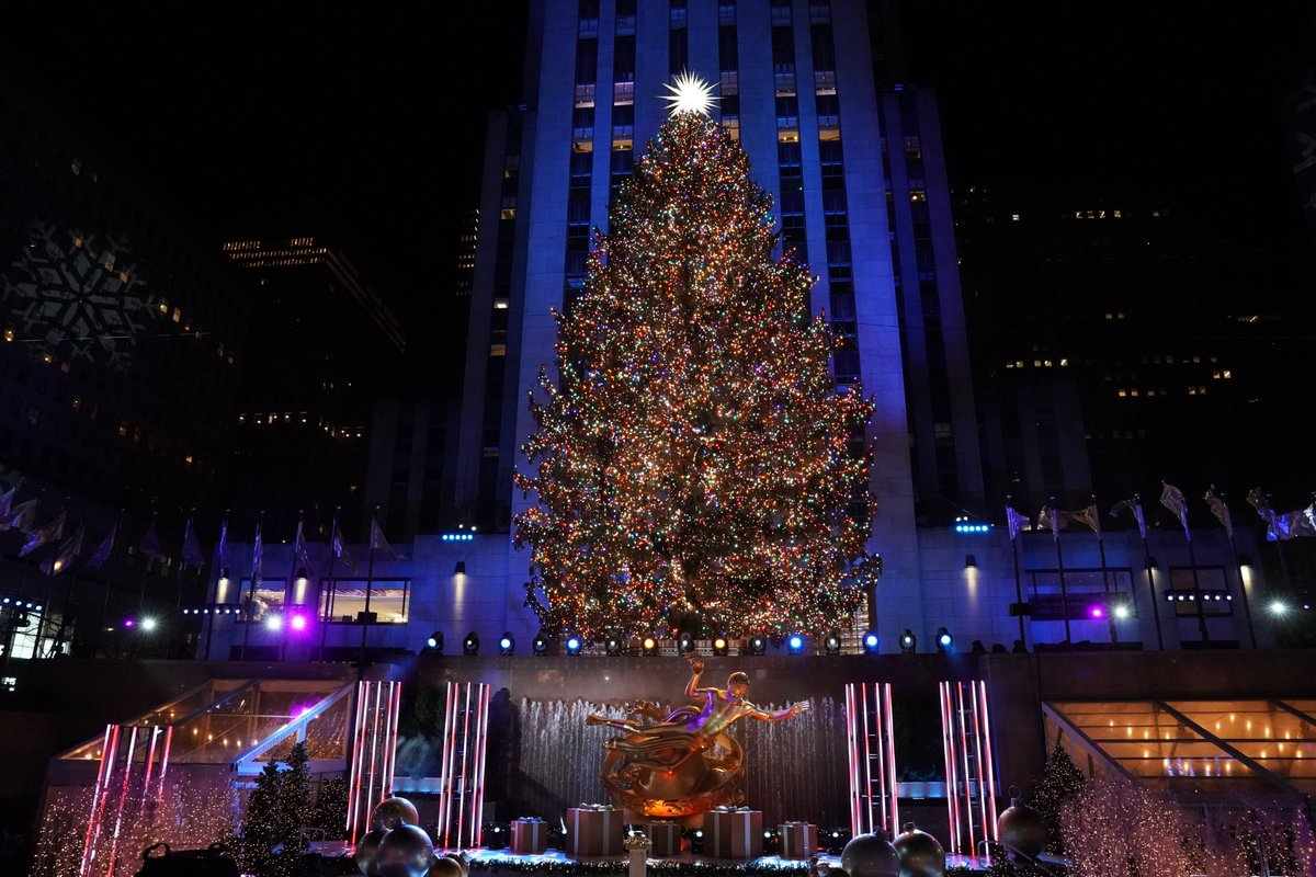 It's the most wonderful time of the year. 😍🎄 #RockCenterXMAS
