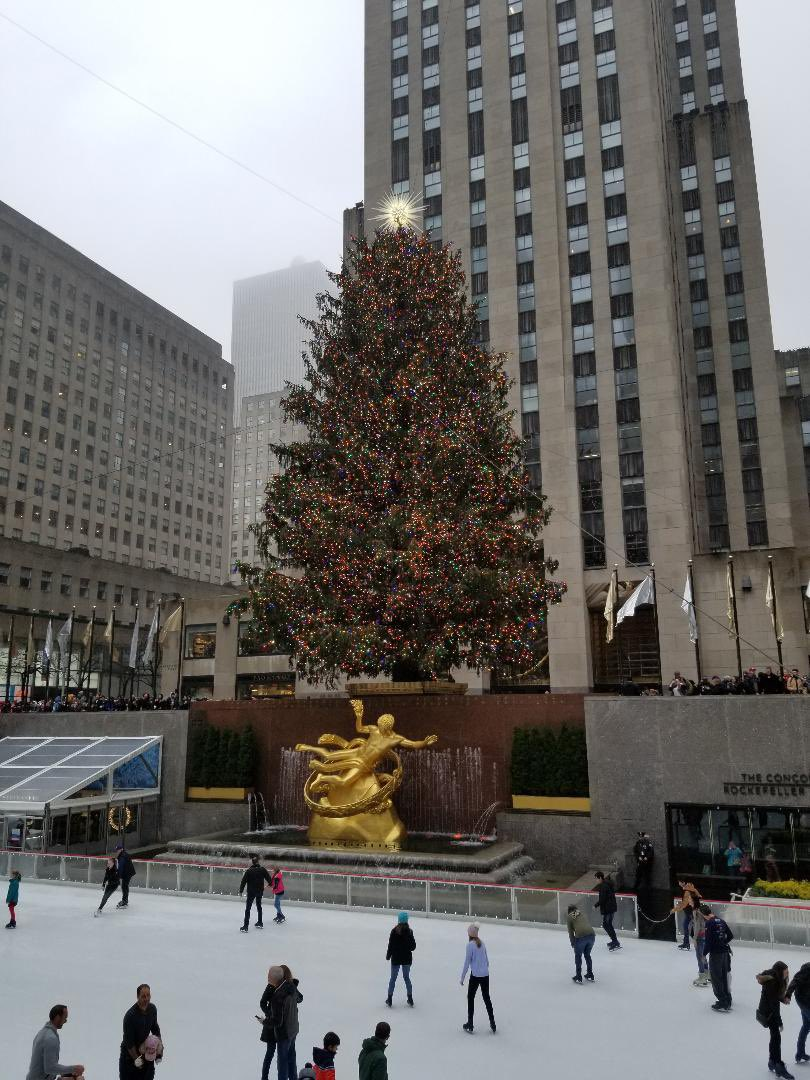 #FunFact When I worked at 30 Rock the day they filmed the #ChristmasTree lighting people would either plan to leave REALLY early or stay late & watch from their office windows Here's a #Throwback of last year's tree #ChristmasInRockefellerCenter #wednesdaythought #RockCenterXMAS