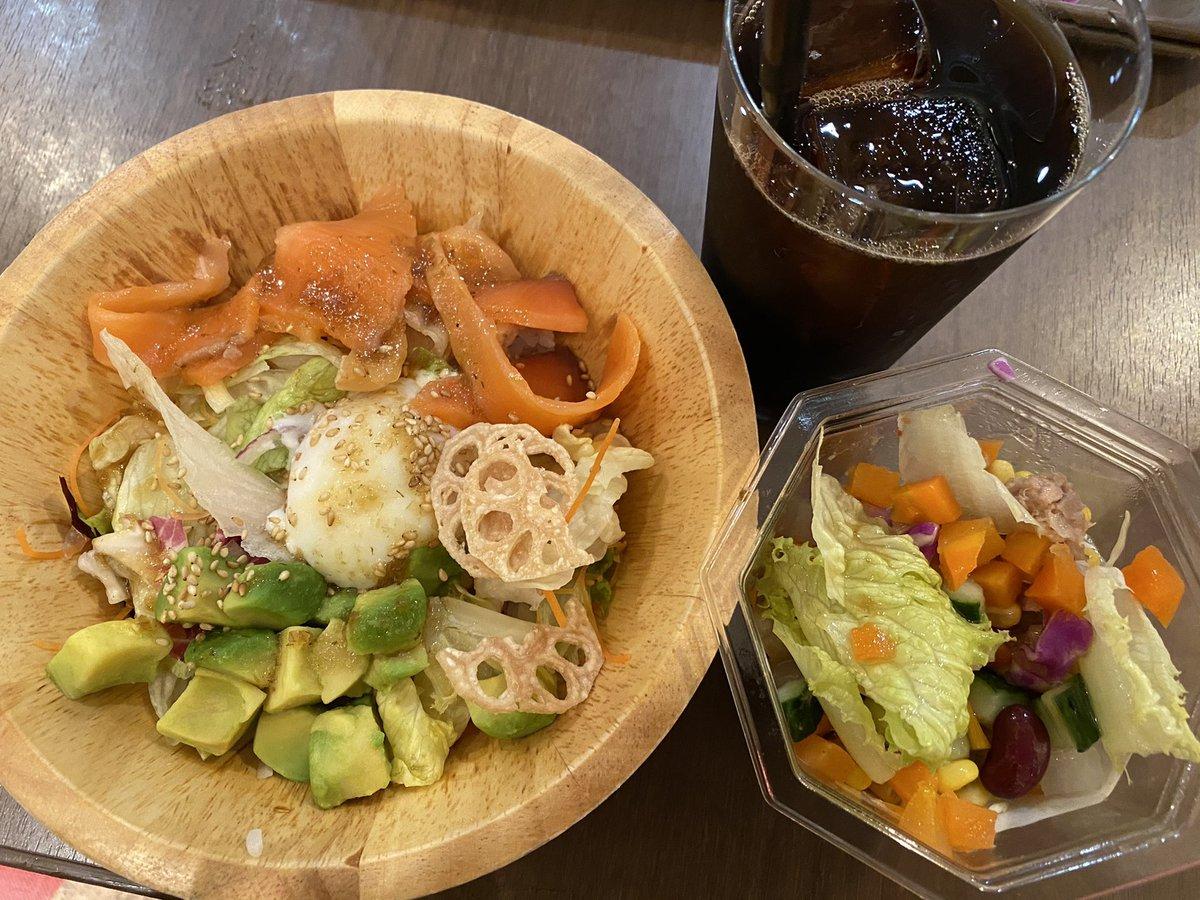野菜不足だから、たっぷり野菜😊 #野菜こそが刻みの音源 #野菜手押し #サラダ #coffee #branchbanking #bowl https://t.co/HyWyRyc7lw