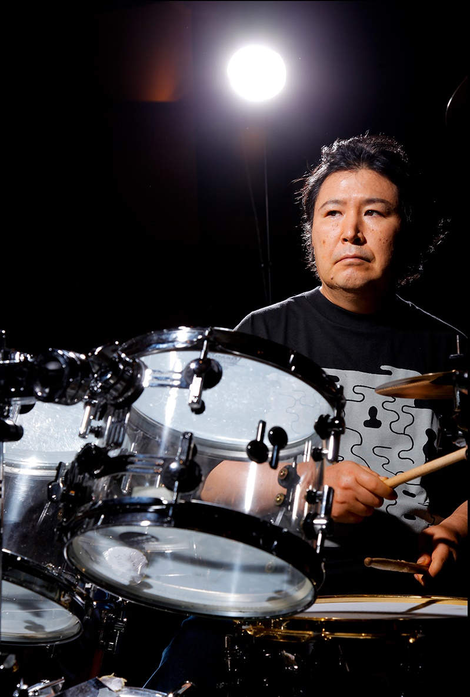 青山純さん命日。ふとどこかで生きている気もするけど。 MISIA、山下達郎、竹内まりや、B'z、プリンセスプリンセス、TMN、今井美樹・・・ 挙げたらキリがないほど彼のドラムが日本の音楽シーンに。 唯一無二のドラム永遠に。 #青山純 https://t.co/LqlKnXkB0F
