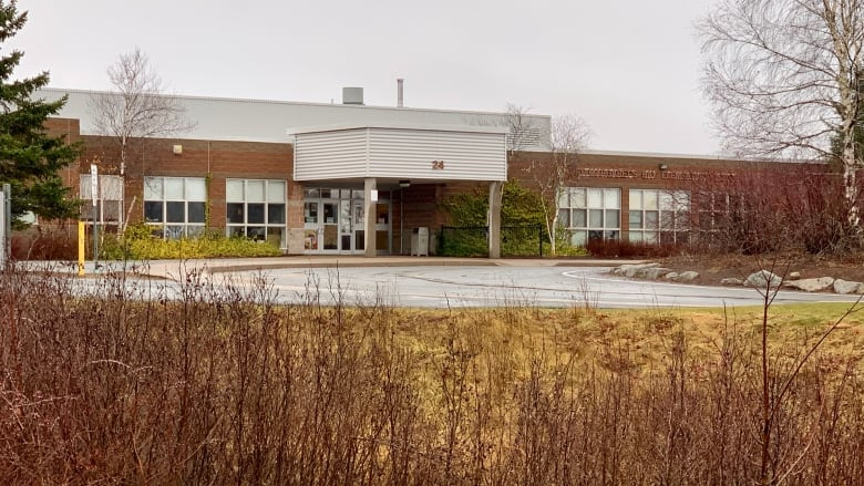Fifth Nova Scotia school named with Covid-19: St. Margaret's Bay Elementary   https://t.co/gRSlylL7JH . https://t.co/qRpDg6Z0gc