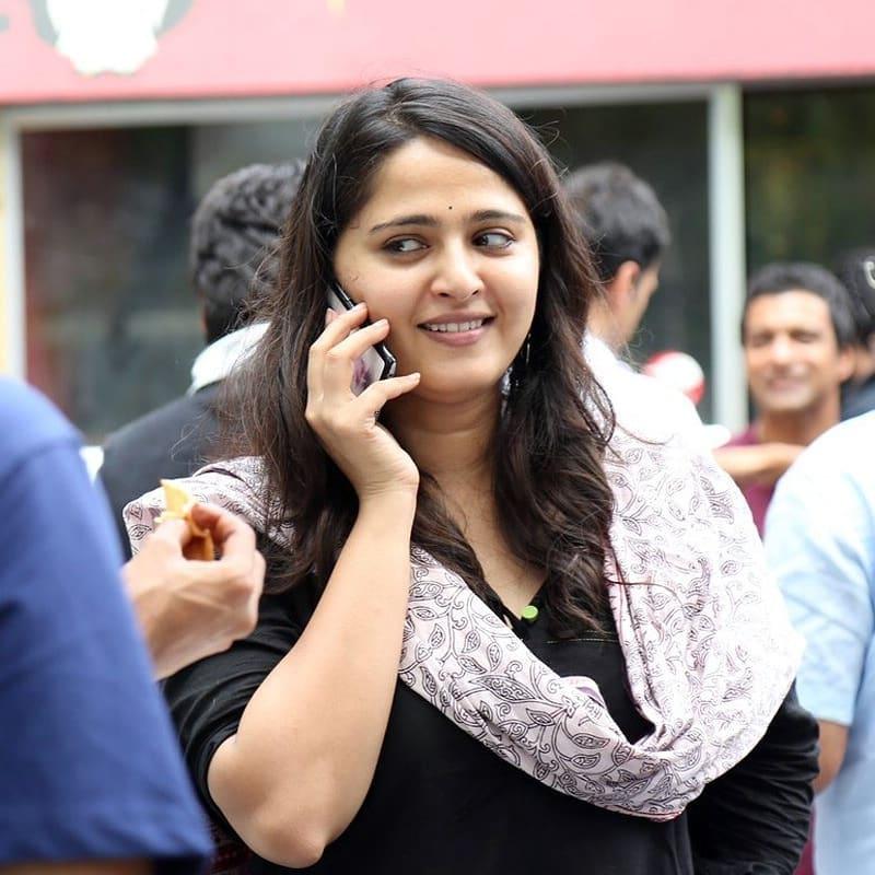 #Throwback to when Sweety #AnushkaShetty shocked everyone with her Size Zero/ Inji Iduppazhagi look at the success party of #BaahubaliTheBeginning!! 🔥❤️ @MsAnushkaShetty