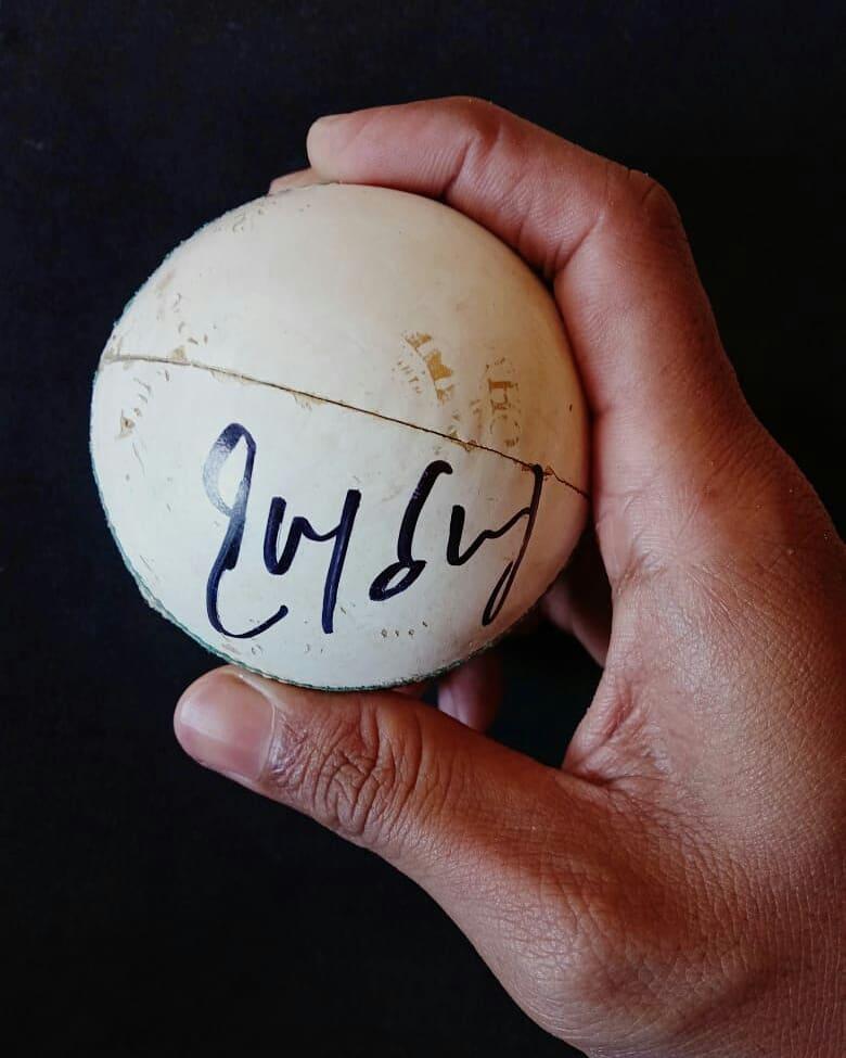 5 Times 🏆 IPL Winning Captain Rohit Sharma Autograph Ball Contest Gift From @unacademy @ImRo45  Kookaburra Ball Used In Match No. 17 ( @mipaltan VS @SunRisers )  #MIvsSRH #IPL2020 #UnacademyFanOfTheMatch #LetsCrackIt @IPL